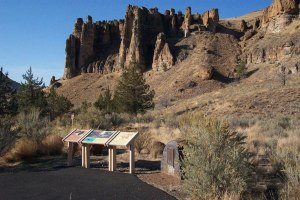 Hoodoos-at-John-Day-Fossil-Beds-National-Monument